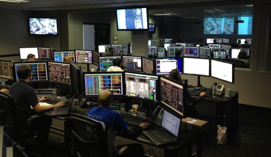 防災センターから監視し大規模災害に備える