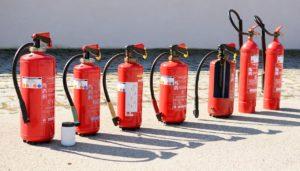様々な種類の消火器
